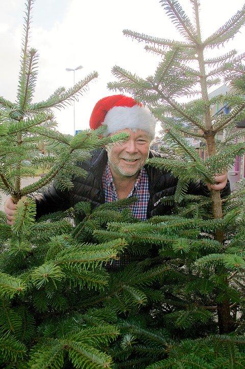 Juletrebyen har i år vist seg å være en suksess. Til neste år lover juletreby-general Kolbjørn Pedersen mer lys, mat og opplevelser i Jørpeland sentrum.