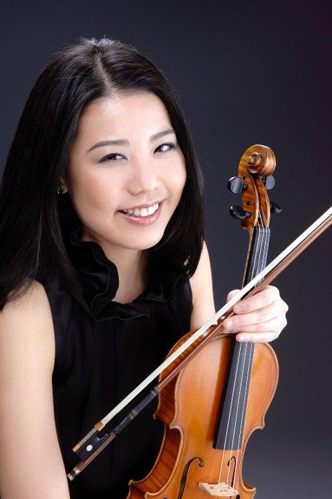Ai-Ling Chiu er til daglig å finne i Ålesund strykekvartett. Fredag spiller hun i Frei kirke.