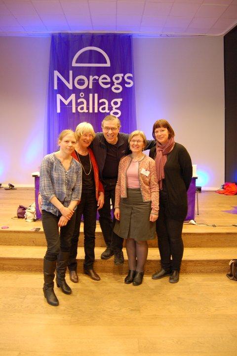Det er vekst i Valdres. Her fra årsmøte i Noregs Mållag 2016. Frå venstre Marianne Granheim Trøyflat, Reidun Dølehuset, Bjørn Karsrud, Aud Søyland og Marianne Straum.