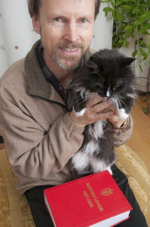 Ekspert: Bjarne Braastad er ekspert på katteadferd, og sier at katten trenger menneskelig kontakt. Foto: