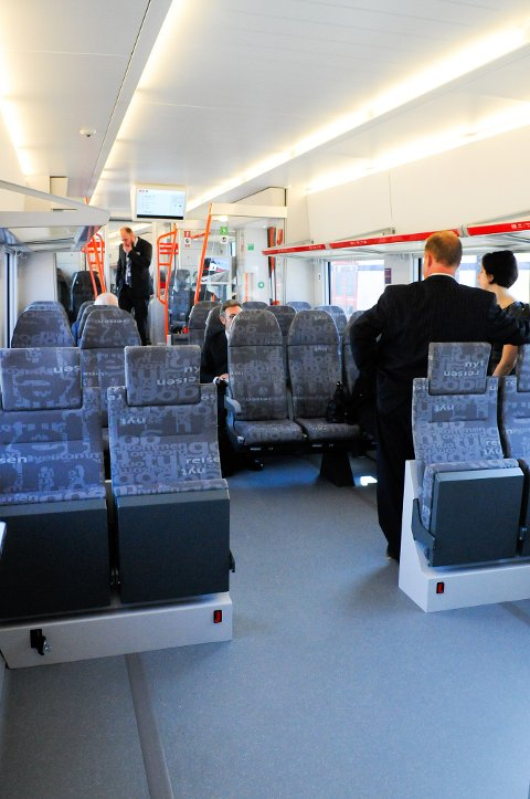 Moderne: Flirt-togene er romsligere, og passasjerene loves en mer behagelig togtur. Foto: NSB