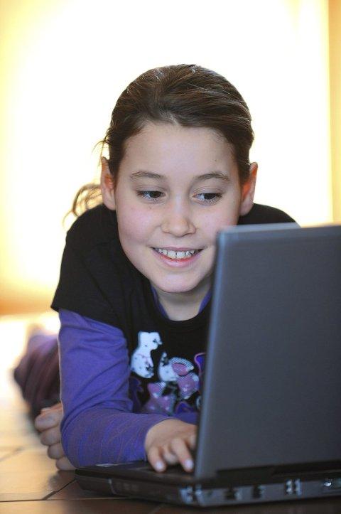 Barns konsum av nettbaserte tekster, inkludert lyd og bilder, er en svært stor del av deres identitet og hverdag. Foto: Frank May / NTB scanpix