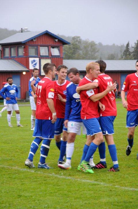 Per Einar Martila (t.v.), Martin Mathisen, Martin Nordseth og Mattias Karlsson kunne juble for seks nye scoringer fredag. Med sine 50 mål er Blaker det mestscorende laget i 4. divisjon så langt.