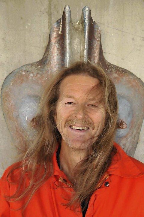 JUBILERER: Hans Sande sine 50 år som forfattar vert hylla på biblioteket  onsdag 30. oktober. Du kan bli med!