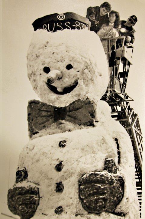 REKORD: 87-russen satte verdensrekord med denne snømannen som var plassert på kaia nedenfor Stortorget.