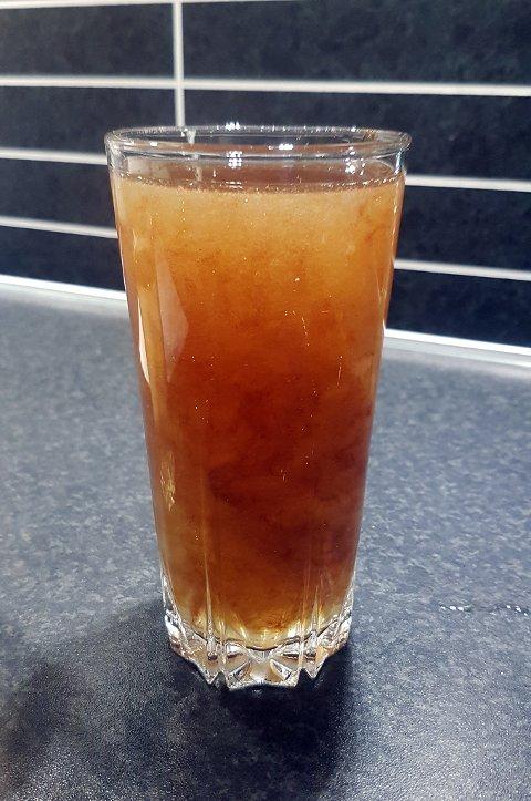 EKKELT: Slik så et glass «vann» ut i Solbu boligfelt i forrige uke.