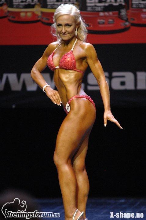 Her viser Marianne Brustad (30) fra Spydeberg muskler under Sandefjord Open.