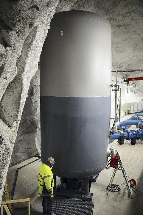 Luftfylt beholder som fungerer som støtpute til utjevning av trykksvingninger.
