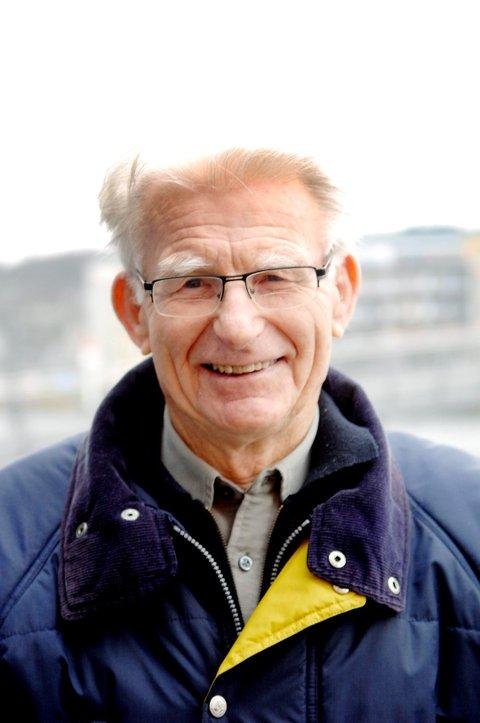 OPPGITT: Det er farlig for gående og syklende langs Amundrødveien, men hverken kommune eller fylkeskommune har prioritert å gjøre noe med strekningen, selv om gang- og sykkelvei ble planlagt allerede for 50 år siden, konstaterer Norvald Fuglestrand.