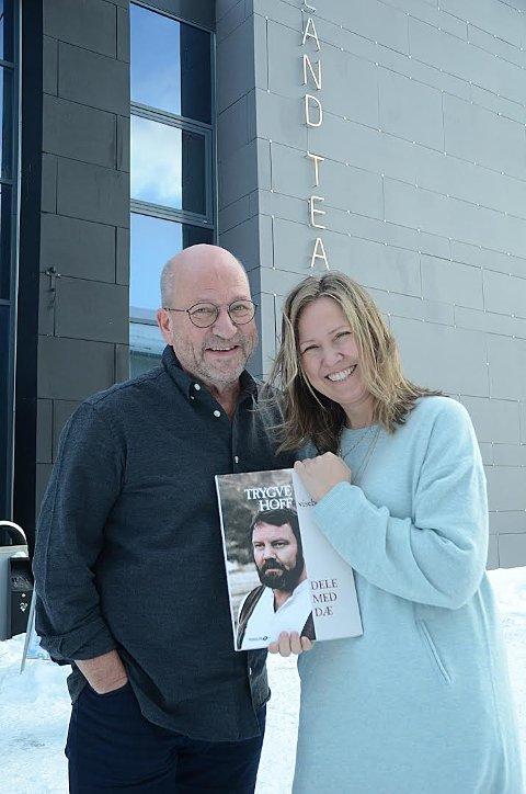 Storsatsing: Det var naturlig for teateret å bruke en så kjent og kjær kunstner som Trygve Hoff som grunnlag for jubileumsforestillingen, sier teatersjef Birgitte Strid og forfatter Stig Bang.