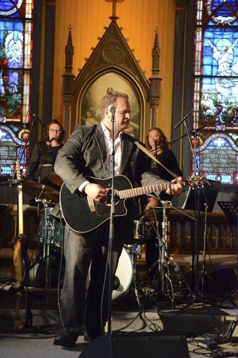 SOLGTE UT: Håkon Hauer og For The Heart Band samarbeider med Cash Commitment og solgte ut konserten 8. februar i rekordfart.