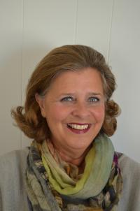 ELDREOMSORG: Unni Carlsen vil ha en bedre eldreomsorg i Ringerike kommune. Hun er listekandidat for Høyre ved kommunevalget