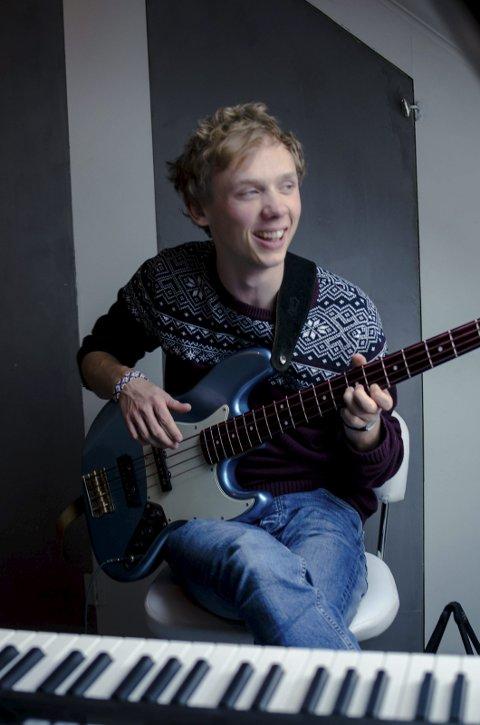 Musikalsk gutt: Johannes Rønning behersker mange instrumenter, men sang overlater han til andre. - Jeg kan til nød kore litt, forteller han. Foto: Privat