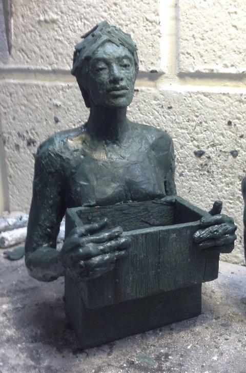 MODELL: En av skulpturene til Tove Hirth.