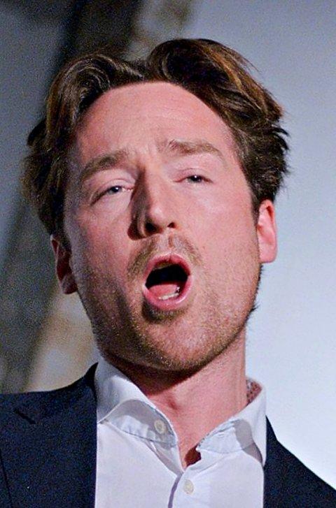 Operasjef Lars Eggen syng friske barytonsatsar.