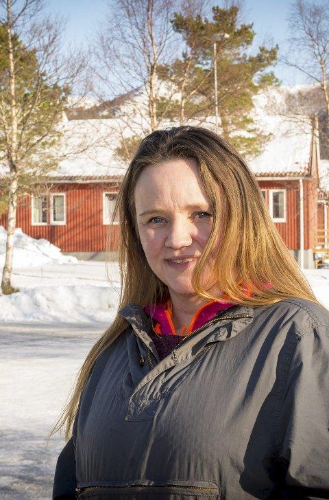 Humørspreder: Hege Kristin Bang (43) har stått på i snart 20 år for Tjongsfjordrevyen, som inspirator, leder og skuespiller.Foto: Johan Votvik