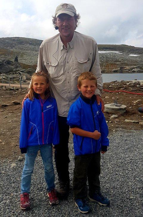 Linnea Fagerli Johansen (6) og Gabriel Fagerli Johansen (7) hadde gledet seg til å få være med Monsen på tur. Derfor var det stor stas at de fikk møte han på Sognefjellshytta.