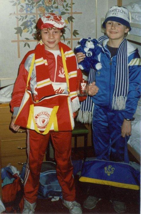 Hans Kristian Håland (t.v.) og Oddbjørn Sivertsen (t.h.) har alltid holdt med hvert sitt lag i Liverpool.
