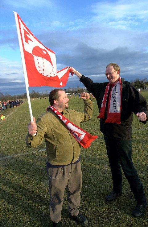 NÆRE VENNER: Roy Bilet (til venstre) og Jon Syversen var et radarpar i  «Plankehaugen» gjennom mange år. Her fra en treningskamp mellom FFK og Vålerenga. Foto: Jan-Erik Skau