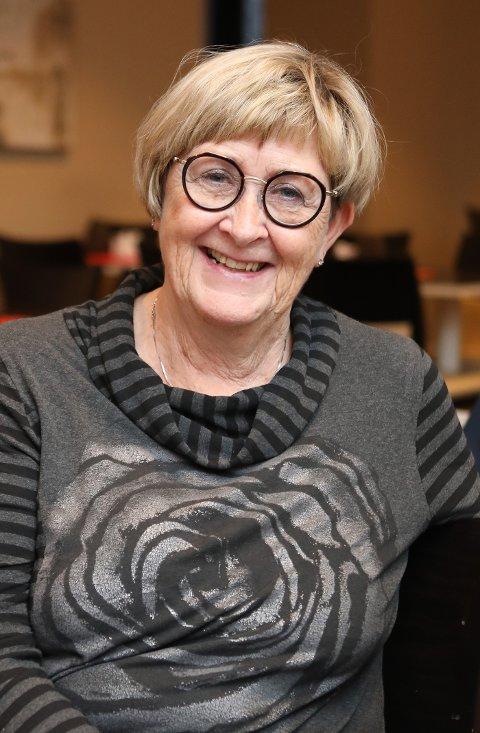 TAKKNEMLIG: – Dette er en opplevelse de eldre kommer til å huske en god stund. Å bli fraktet i drosje til et julepyntet hotell for så å få servert en fantastisk juletallerken er virkelig med på å gi livsglede til disse eldre, sier formann i Narvik Demensforening, Anne Lise Christensen.