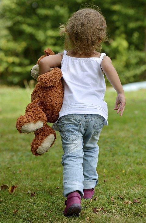 KJENNER OVERGRIPEREN: Når et barn opplever seksuelle overgrep, er som oftest overgriperen en de har en relasjon til. Hvis de endelig sier ifra om det som har skjedd, oppleves det som et dobbelt overgrep hvis de ikke blir tatt på alvor. Foto: NTB scanpix