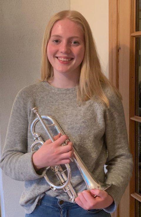 - Det beste med å gå på korps er å lere å spele musikk og noter, og det å kunne lage musikk sjølv, smiler Anna.