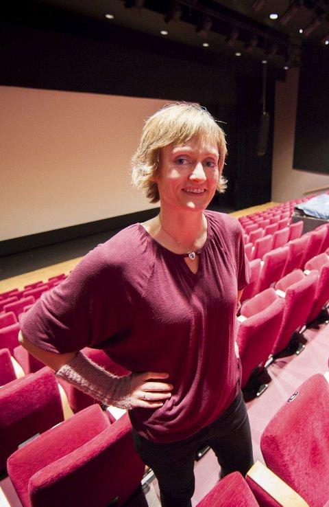 Hanne Tøfte stortrives på Ørland. Som kino- og biblioteksjef er hun opptatt av at folk skal ha møtesteder. – Vi blir ikke kjent med hverandre på foreldremøter.