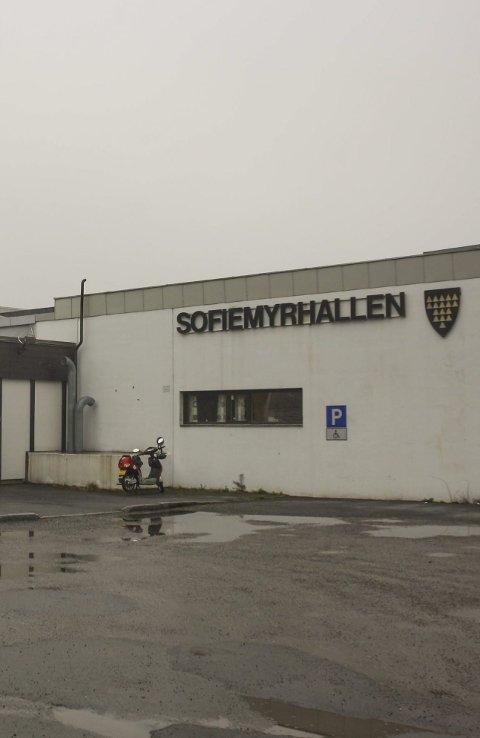 BAKTERIER: Legionella i dusjene gjør at svømmehallen er stengt.