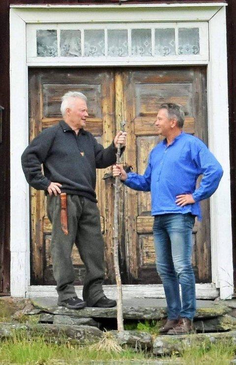 GUIDING: Christer Nilsson (til venstre) og Kjell Magne Nordvi har startet Finnskogen Guideservice. Det tok av med bestillinger da de inngikk avtale med Aller Travel.