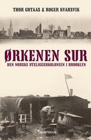 Boka «Ørkenen Sur – den norske uteliggerkolonien i Brooklyn» av Thor Gotaas og Roger Kvarsvik.