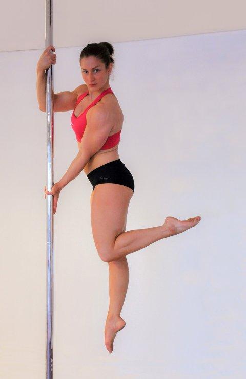 AKROBATIKK: Med kroppen som vekstang er polesport både styrketrening, dans og akrobatikk.