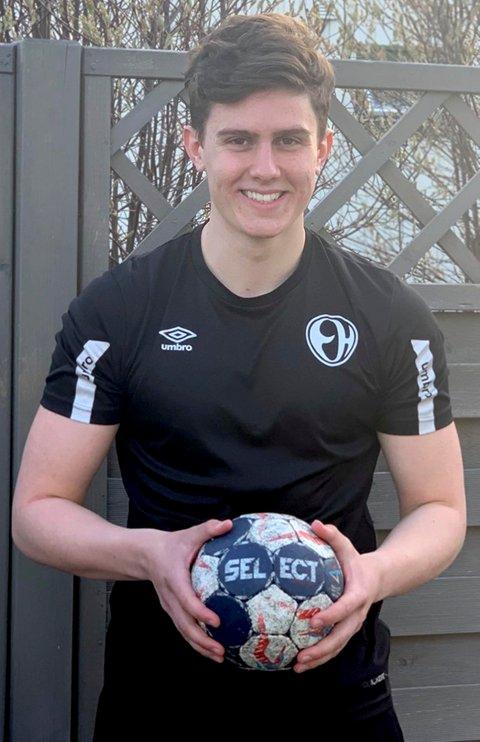 MOT TOPPEN: Oskar Kvernes har tatt et nytt steg mot håndballtoppen ved å bli tilbudt kontrakt med Elverum.