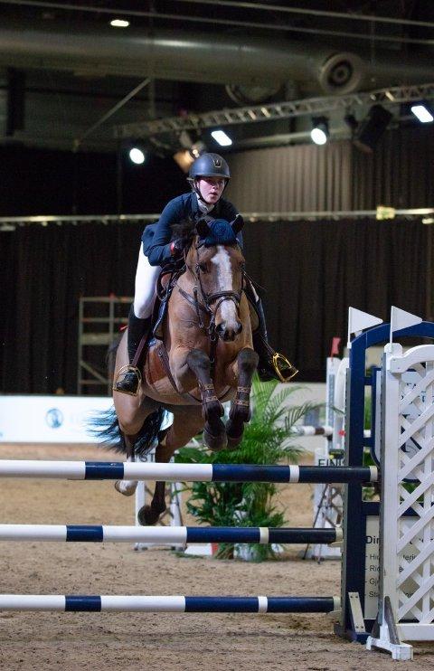 I AKSJON: Eva Kristine Sollie og hesten Maldini. (Foto: Helene Gjerde Aamdal)