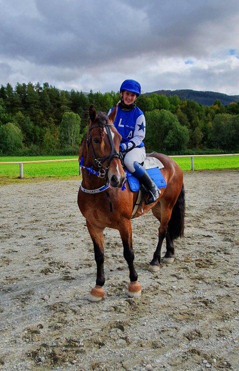 Anne Lene Aursand hadde med seg samboerens hest på travkjøring og stakk av med seieren foran Spik Mollyn og Hongslo Gutten.