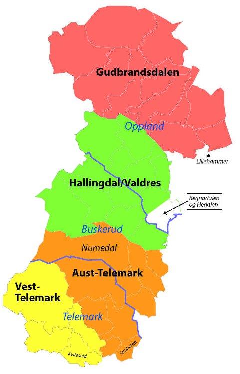 MIDLANDsmåla: 33 kommunar i dalføra Gudbrandsdalen, Valdres, Hallingdal, Numedal og Telemark ligg språkleg midt mellom aust og vest, og utgjer språkområdet som blir omtala som midlandet. Dialektane i dette området er nært i slekt med kvarandre. Språkforskarane deler midlandsmåla i fire dialektgrupper: Gudbrandsdalen (ovanfor Lillehammer), Valdres/Hallingdal, Aust-Telemark (frå Sauherad og nordover til og med Numedal) og Vest-Telemark (frå Kviteseid og nordvestover). Av desse er det dialekten i Hallingdal/Valdres som har mest til felles med dialektane på Vestlandet. Legg merke til at søre del av Sør-Aurdal ikkje høyrer heime i midlandsmål-området; Begnadalen og Hedalen er ein del av flatbygdmålet austanfor, og Sør-Aurdal er den einaste av dei 33 kommunane som frå gamalt er fordelt på to dialektområde. Av kartet ser ein også at dialektområda på to stader ikkje følgjer, men går på tvers av fylkesgrensene i dag. Det bur til saman 135.000 personar i området for midlandsmåla, men kor mange det er av dei som i dag held på dialekten, er eit heilt anna spørsmål. Arne Torp meiner dialektane står utrygt i søre delen av midlandsområdet.