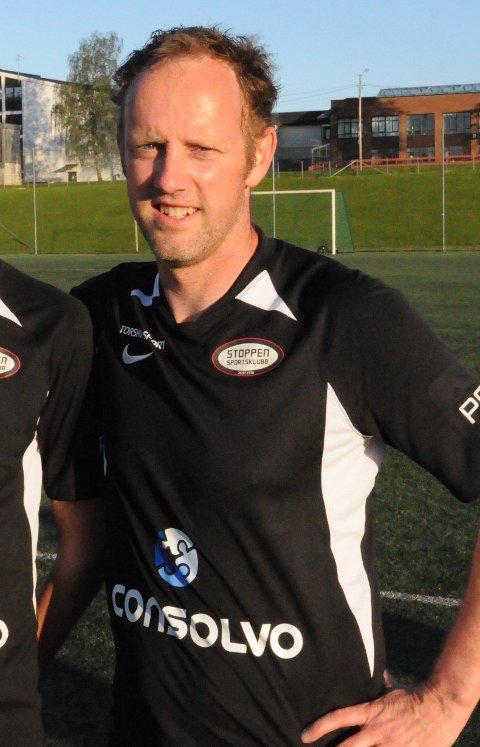 Stoppen SK er idrettslaget i Lier med flest ansatte. Bortfall av FFO, og all annen aktivitet i klubben kan føre til permitteringer.  - En vanskelig situasjon, dette er ikke noe morsomt, forteller sportslig leder i Stoppen SK; Kristian Bye-Andersen.