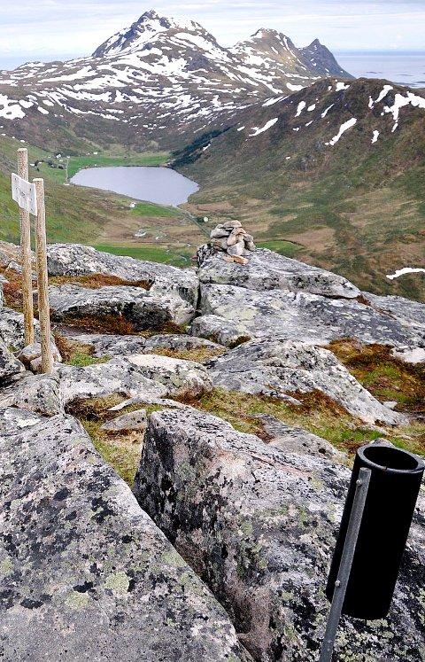 Ut på tur: Veten i Borge er en av årets ti topper og en turklassiker på Vestvågøy.Foto:Karin p:Skarby