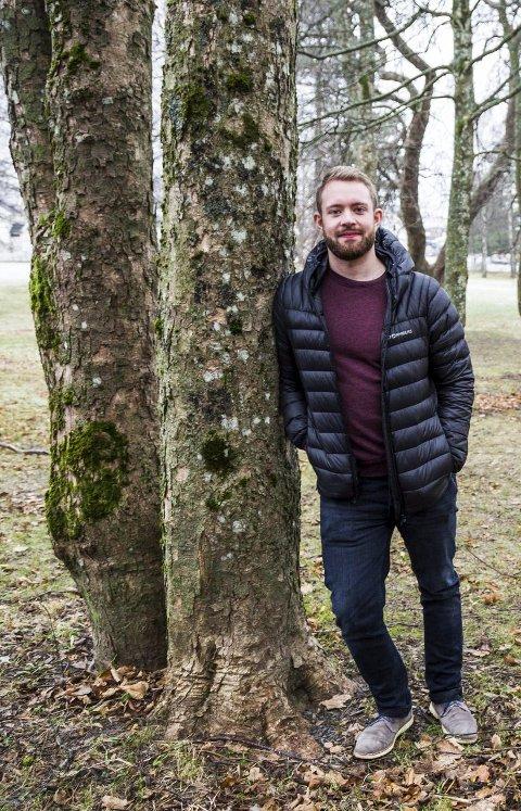Psykolog Ole-Bjørn Rustad oppfordrer foreldre til å legge til rette for daglig prat om  skoledagen og å lytte framfor å være kjapt ute med pekefingeren. Foto: Sigrid Ringnes