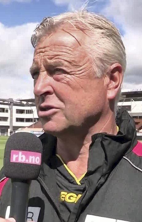 ALLE TILGJENGELING: LSK-trener Arne Erlandsen kan velge fritt før semifinalen.