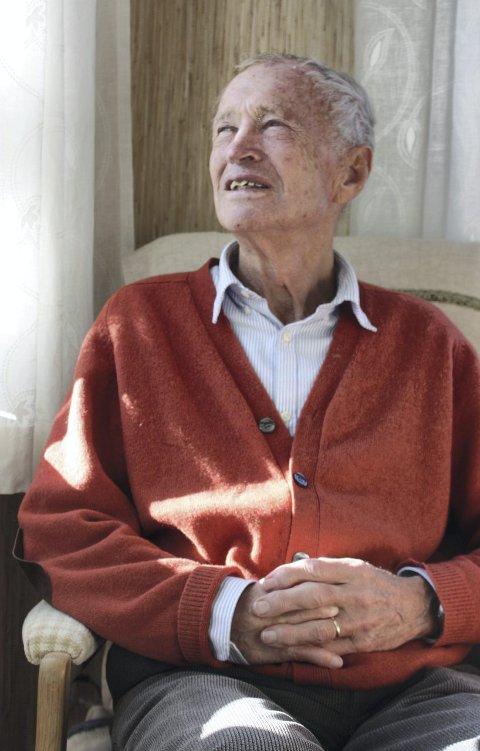 I LIVETS HØST: Karsten Alnæs (77) sier han vil skrive flere bøker hvis han får krefter til det.