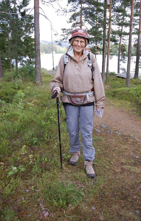 NATUROPPLEVELSER: Inger Lise Olsen er glad i å gå i naturen. – I Norge traff jeg bare ett eneste menneske på pilegrimsturen fra Oslo til Nidaros. I Frankrike og Spania kan du gå sammen med mange – om du ønsker det. foto: ole kjeldsberg Endresen