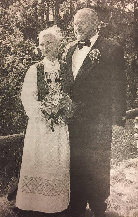 Bryllupet med Anne Myhre gikk som planlagt, etter at brudgom Finn Erik Johannessen hadde sprunget rundt i skogen, med en illsint elg i hælene.