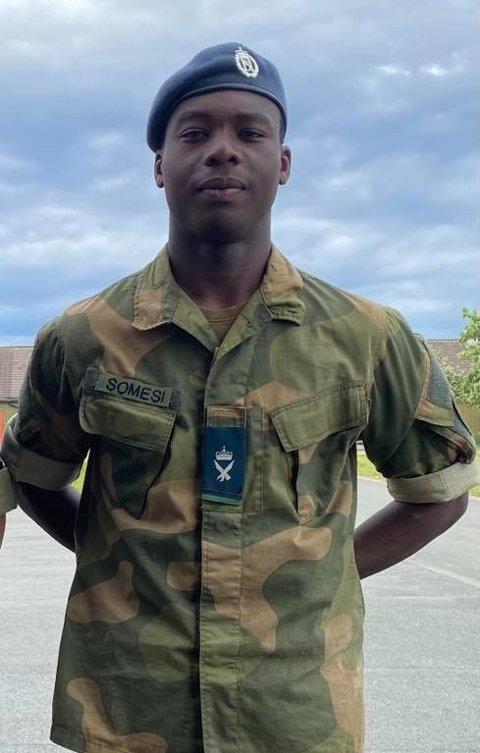 LUFTFORSVARET: Unggutten Kodjo Somesi fra Starum avtjener verneplikten i luftforsvaret ved Ørlandet flystasjon i Trøndelag.