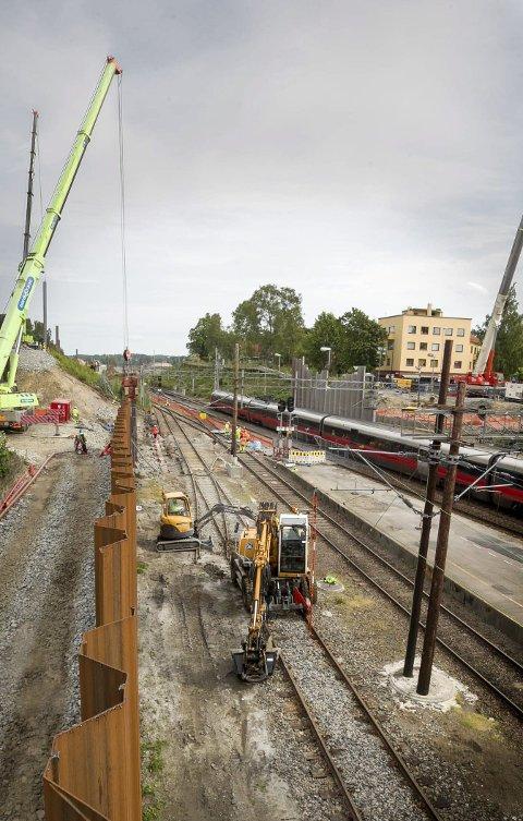 Ski stasjon: Det er mye arbeid som skal gjøres på Ski stasjon, i tillegg skal det ny bro på plass over jernbanesporet i Nordbyveien.