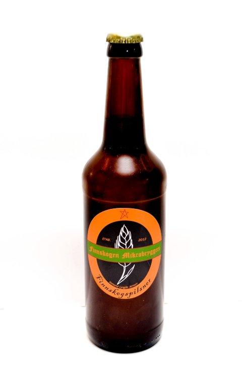 PÅ FLASKE: I 2015 begynte Finnskogen Mikrobryggeri å tappe øl, blant annet Finnskogpilsner, på flasker. Ølet har vært tilgjengelig både i restauranter, butikker og på Vinmonopolet. (Foto: Bjørn-Frode Løvlund)