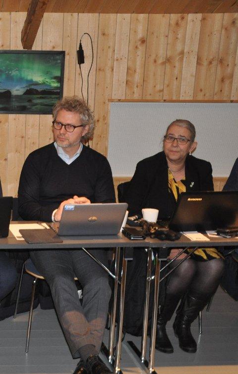 GRØNT INNKJØP: Kommunedirektør Tommy Stensvik i Vågan fortsetter letingen av grønn innkjøpskoordinator for de seks lofotkommunene. Her med Moskenes-ordfører Lillian Rasmussen.