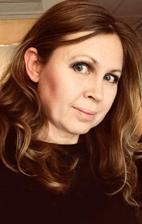 ENGASJERT: Lene Gaaserud Magnusson er opptatt av mange saker, inkludert økologisk mat, høye strømpriser og Natteravnene i Sande.