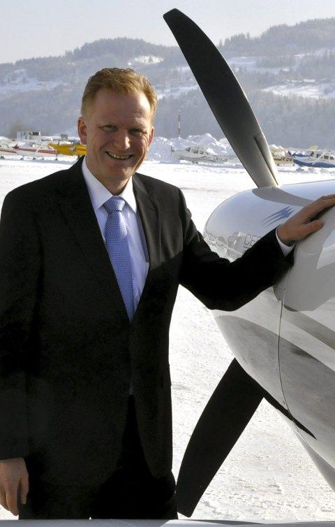 Frode Granlund i Pilot flyskole vil til Notodden. Men trenger lenger rullebane.