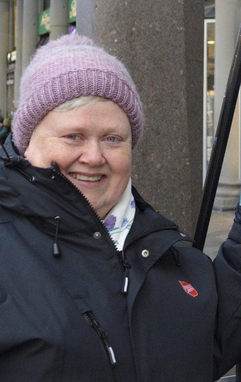 FORTSETT Å GI: Major Marianne Naustdal (53) håper bergenserne fortsetter å gi julegryten, selv om utdelingen av gaver og matkuponger nå er over. – vi holder jo åpent resten av året også, sier hun. FOTO: TOM HJERTHOLM