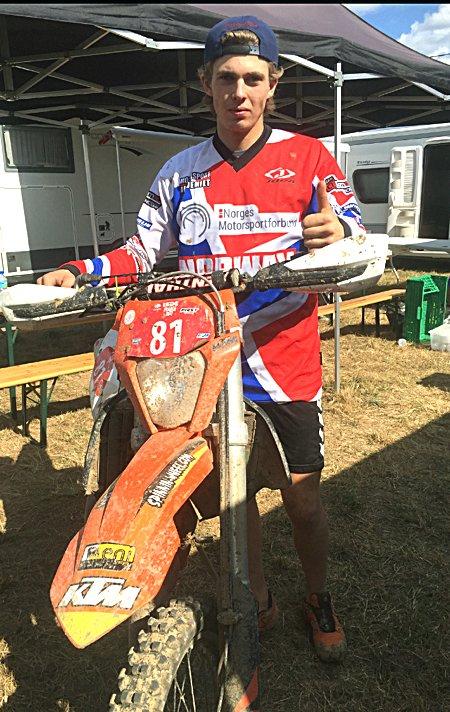 SYKKELEN STOPPET:Håkon Nohr måtte gi seg da sykkelen hans fikk vann i motorenog stoppet.